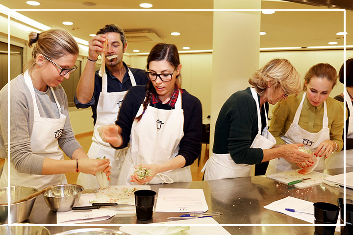 cooking team building Milano